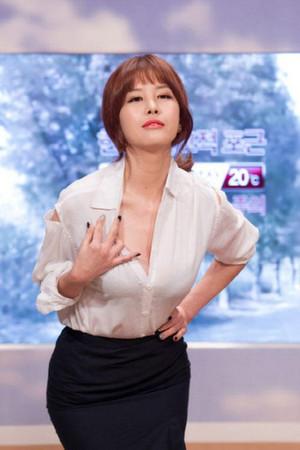 奇观!韩国女主播们为拼性感不择手段(图)