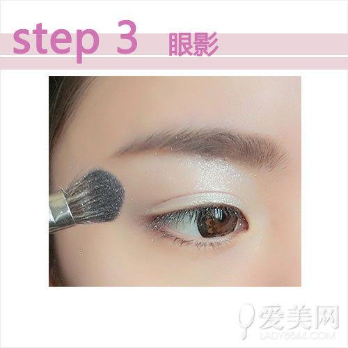 紫色眼影粉红桃花妆 约会必备的迷人妆容
