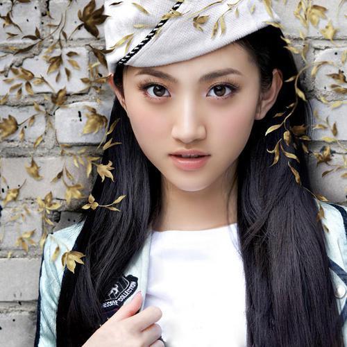 """更获得""""中国第一美女校花""""的称号"""