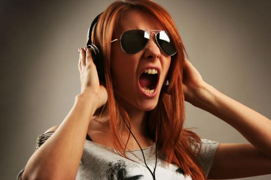 戴耳机听音乐为罪魁祸首