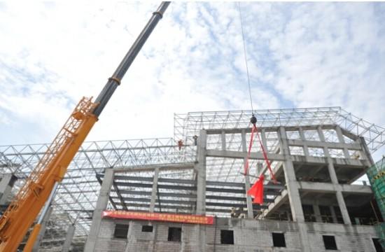 福州长乐国际机场第二轮扩能航站楼工程主体钢结构封顶