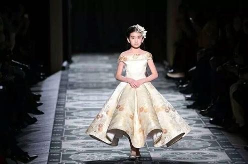 第一超模周几更新_【星计划】中国少儿超模大赛暨上海国际儿童时装周选拔赛,由中国少儿