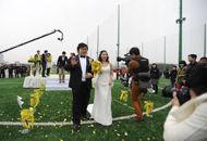 80后新人回大学举办婚礼