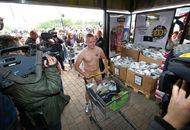 超市怪招:顾客裸体可免费
