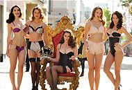 美女模特街头内衣秀