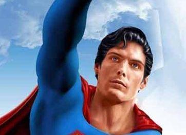 男子整容变超人