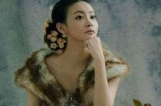 王刚28岁女儿曝光 低胸写真性感