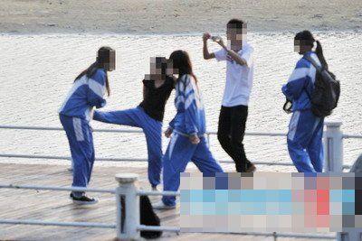 深圳一初中女生遭女同学殴打 被狂扇耳光