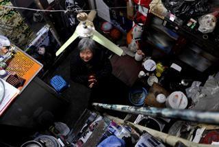 探访西安复式蜗居仅4平米 容纳厨房客厅