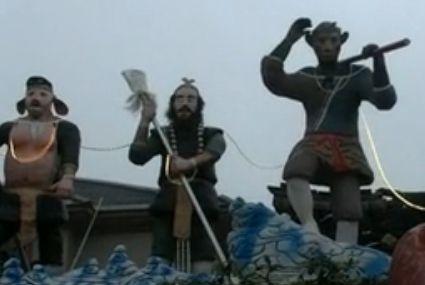 清洁工自家小院建西游记公园 屋顶盘金龙