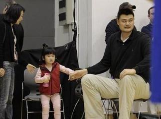 姚明参加《爸爸2》 被调侃累死摄像师