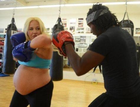 孕妇练空手道