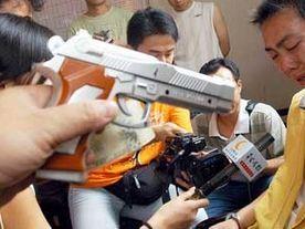男子持玩具枪抢劫